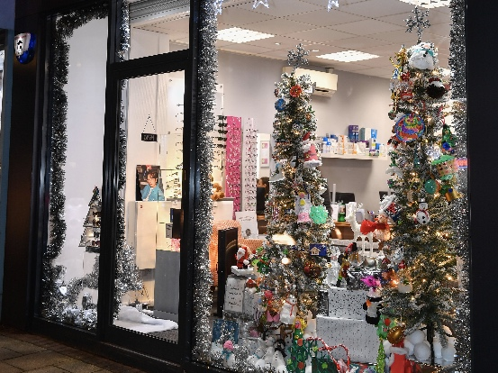 Read more about the article THOMAS CARTER OPTICIANS WINS 'LIGHT UP YOUR WINDOWS' COMPETITION